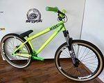 NS Bikes Suburban Park Custom Bike mit Rock Shox Argyle RC Coil