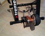 """Xtreme Trainingsset Rollentrainer """"Magnetic Beltdrive"""" incl. Vorderradlifter, Schweißfänger und Heimtrainermatte"""