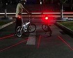 .. Fahrrad Rücklicht mit Seitenabstandlaser und 3 ultrahellen LED mit Flashlight Die virtuelle Radspur