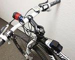 Powerade 900 Lumen starke Fahrradlampe Kopflampe mit Akku Ladegerät + Kopfhalterung rot