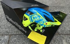 Troy Lee Designs A2 HELM *NEU* MIPS DECOY CYAN / YELLOW Gr. M/L
