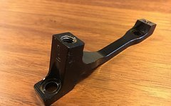 Hope Adapter L für Postmount Bremse 160mm auf PM 180mm schwarz