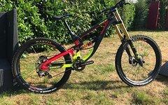 Saracen Myst Carbon DH Komplettbike mit FOX 40 & DHX2 mit SLS Feder *SONDERPREIS*