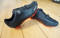 Fizik M3 Uomo Boa Men 41,5 / 8,25 black-red Schuhe