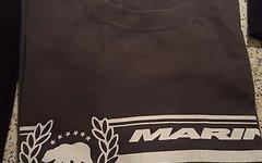 Viele Verschiedene T-Shirts und Hemden