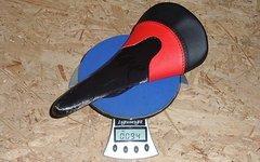 Tune Komm-Vor Sattel, zweifarbig, rot-schwarz, carbon UD -- unmontiert -- neu