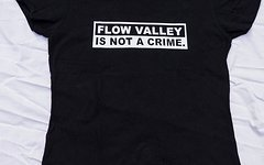"""Flow Valley Style Damen T-Shirt """"Flow Valley is not a crime"""" limited edotion"""