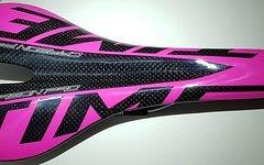 Carbon Sattel *glossy pink* nur ca. 108g Vollcarbon, lackiert