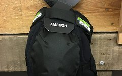 "Race Face ""Ambush"" Knee Guard Gr. XXL"