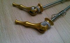 Aest Schnellspanner Set Vorne Hinten - 100 / 135 mm - Gold - Titan Achse - 46 g