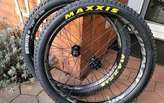 Race Face ARC 40 / 27,5+ DTSwiss 350 Boost incl. Maxxis Reko