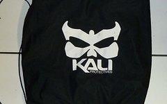 Kali DH Helm Tasche aus Stoff.