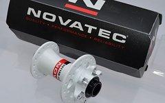 Novatec Vorderrad Disc Nabe 6-Loch in weiss mit Industrielager D811SB-15 QR15
