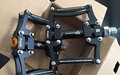 RB Pedale schwarz auf schwarz Fahrradpedale Radpedale MTB Freeride Downhill Cross