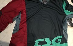 TSG Bundle SLIM Handschuhe L, AK1 Jersey LS 3/4, T-Shirt classic und Banner