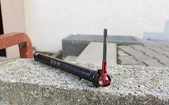 Tune DC 15 Steckachse rot