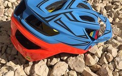 Troy Lee Designs A2 HELM MIPS PINSTRIPE RED / BLUE Gr. M/L