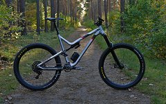 Commencal META V4.2 in XL 2018. (650B BRUSHED RED 2018)