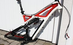 Specialized Enduro Rahmen in M + X-Fusion + Command Post
