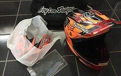 Troy Lee Designs TLD 3D Carbon Helm mit Zubehör