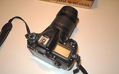 Nikon D7100 Set mit orig. AF-S 18-105 VR und MB-D15