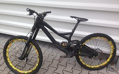 Specialized Demo 8 Gr. M mit Manitou Dorado, Deemax Ultimate mit Hope Pro2