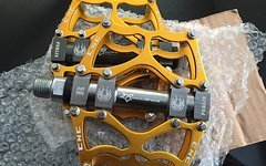 RB Pedale GOLD Fahrradpedale Radpedale MTB Freeride Downhill Cross 9/16 Gewinde Standart für alle MTB NEU