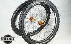 Spank Spike 33 Race EVO Laufradsatz mit Hope Pro 4 Naben inkl SCHWALBE Magic Mary DH VertStar 27.5x2.5