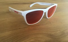Oakley Frogskin polished white/ruby iridium