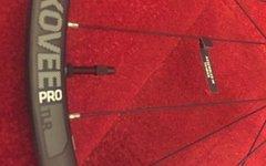 """Bontrager Kovee Pro Carbon TLR 27,5"""" Boost Vorderrad - neu"""