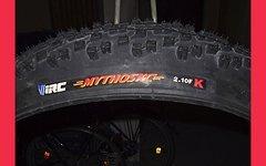I R C Mythos XC-Frontreifen + El Gato Hinterradreifen...