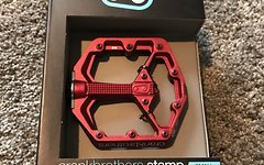 Crankbrothers Stamp Small rot *NEU* UVP 150€