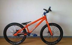 Inspired Skye V1 9,9kg orange/blau Gesamtkunstwerk