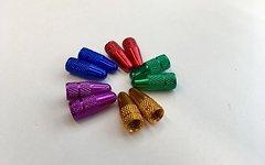 Eloxierte Alu Ventildeckel für Sclaverand / Französische Ventile in blau, gold, purple, rot, grün