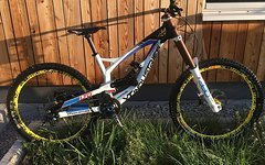 YT Industries Tues 2.0 Ltd Limited 2014 M Downhill Capra Specialized Demo