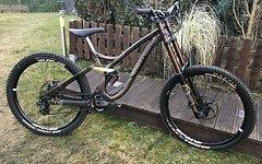 NS Bikes FUZZ DH Limited DH mit Marzocchi Espresso Fahrwerk & XO1