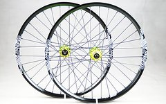 NS Bikes Enigma Laufradsatz mit NS Bikes Rotary Naben 26 Zoll