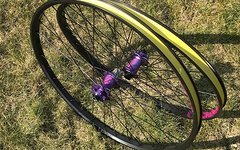 NS Bikes 650B Laufradsatz purple 135x12 / 20mm