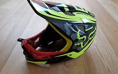 Fox Rampage Carbon, Gr. M, inkl. Helmtasche