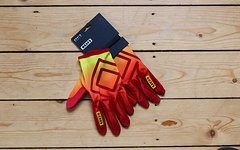 ION DUDE Glove Crimson Red L