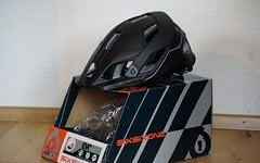 661 SixSixOne EVO AM Helm BLACK/GREY M/L *NEU*