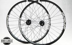 Spank Oozy 395 Laufradsatz mit Industrie Nine BOOST Naben 27,5 Zoll