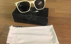 Oakley Garage Rock Matte Bone w/Dark Grey NEU Sonnenbrille