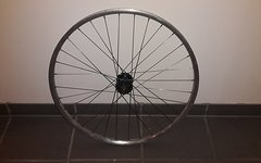 Tune Vorderrad auf Sunrims Singletrack chrome Felge 26""