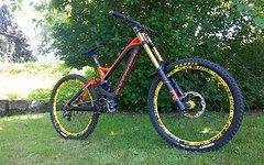 Mondraker Summum Carbon Pro Downhill Bike/ Custom/ Mod. 2016/ Gr. M/ wie NEU!