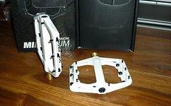 Sixpack Millenium Pedale Weiß Neu Titanium / Magnesium 248g.