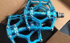 RB Pedale hell BLAU Türkis lighnt Blue Fahrradpedale Radpedale MTB Freeride Downhill Cross