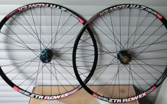 "Stans No Tubes + Hope ZTR Flow Ex (26"") + HOPE Naben"