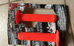 We The People bmx grips orange