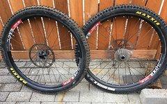DT Swiss 27,5 EX 471 Laufradsatz mit 240s RW Nabe und Specialized Vorderradnabe mit Maxxis Highroller 2 Reifen